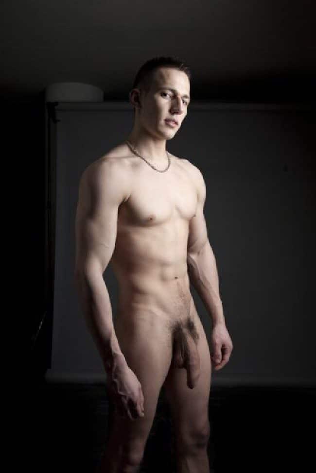 Hung Nude Guy